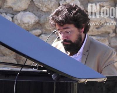 Французский пианист и композитор Николя Челоро: «Музыка сильнее любых санкций»