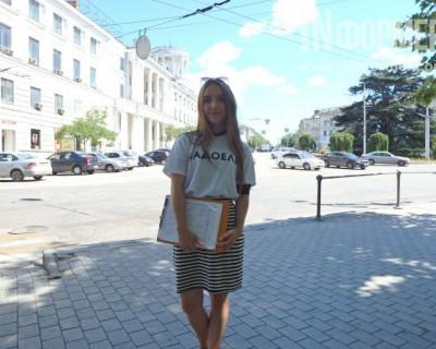 За день волонтёры в футболках с логотипом «#НАДОЕЛИ» собрали более 300 подписей за самороспуск Заксобрания