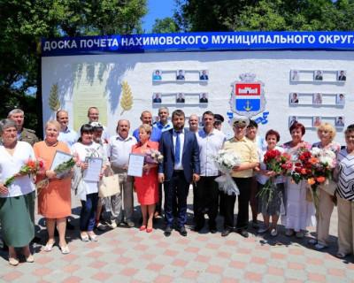 В Нахимовском районе Севастополя открыли Доску почёта