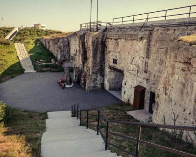 В Севастополе на территории 35-й Береговой батареи функционирует частное незаконное кладбище?