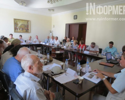 Участники круглого стола раскритиковали «чаловский памятник Примирения»