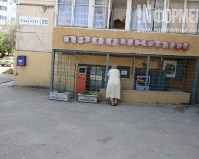 Жители севастопольской улицы передают привет местным хозяйственникам
