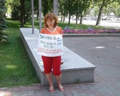 Как жительница Севастополя вышла на одиночный пикет и ждёт помощи от врио губернатора