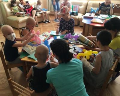 Неравнодушные севастопольцы подарили радость маленьким пациентам онкогемотологического отделения