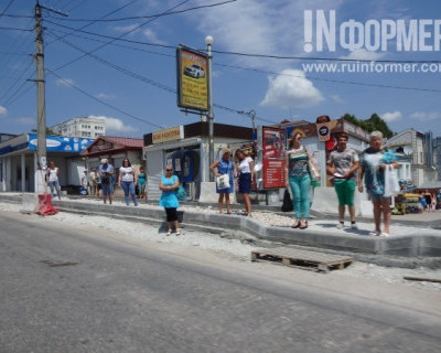 Севастопольских пешеходов ущемляют даже на тротуарах