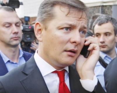 Депутаты Рады принесли петуха в клетке, кормили его долларами, а затем пытались учинить драку