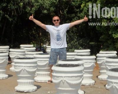 Севастопольский центр культуры и искусств приютил пропавшие с Центрального кольца мусорные урны?