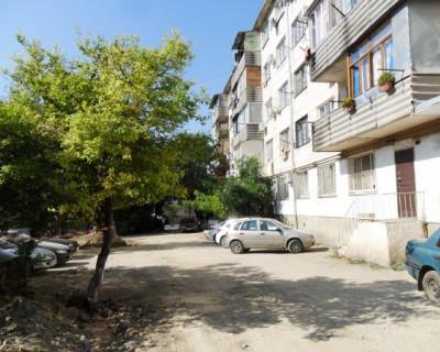 Жители Севастополя рабочим: «Верните бордюры туда, откуда выкопали!»