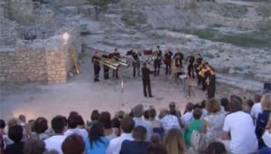 Выступление рогового оркестра в Севастополе