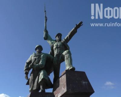 Возложение венков к Вечному огню в Севастополе