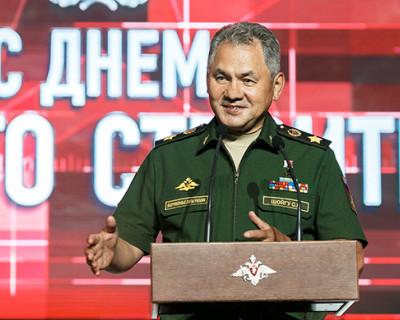 Министр обороны России генерал армии Сергей Шойгу вручил медали военным строителям