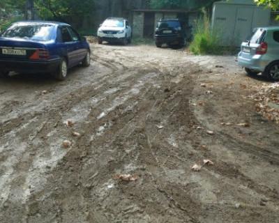 Грязь, канавы и потоп: что осталось после благоустройства дворов в Севастополе