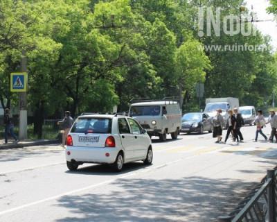 Житель Севастополя предложил регулировать скорость авто при помощи пешеходов на дорогах?
