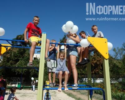 Благодаря Фонду Социально-ориентированного бизнеса в Вишнёвом появилась первая детская площадка