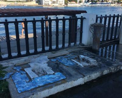 Севастополь, пляж Хрустальный: «Деда, ты вырос в грязи и гордишься этим?»