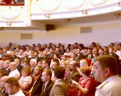 На важный день губернатора Севастополя Николаев пришел в оранжевой рубашке и мятом пиджаке