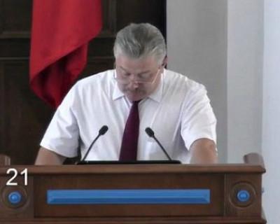 Глава Севастополя попросил поддержать, депутаты высказали претензии и приняли решение
