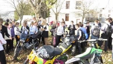 Первый урок в детской школе мотоцикла в Севастополе (фото)