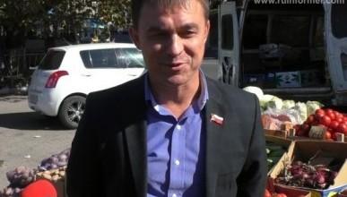 Жители Севастополя требуют Алексея Ярусова приструнить стихийных торговцев. Ходить негде!
