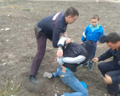 В Севастополе полицейский с арбузом под вой ребёнка скрутил мужчину в наручники (ФОТО)