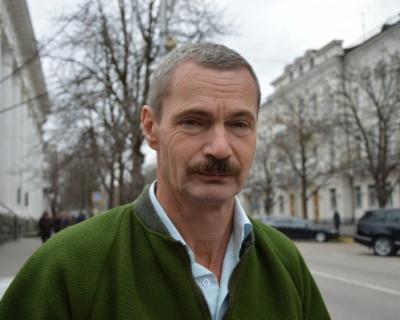 Севастопольский депутат Горелов любит болотный цвет и покрывается мурашками от розового?