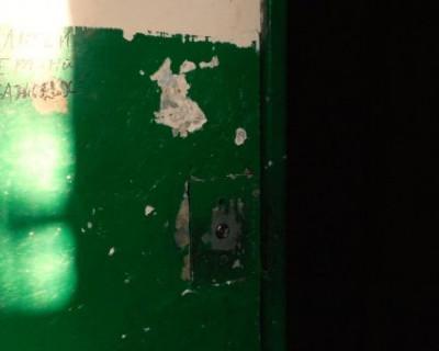 Почему жильцы севастопольской многоэтажки боятся зайти в лифт