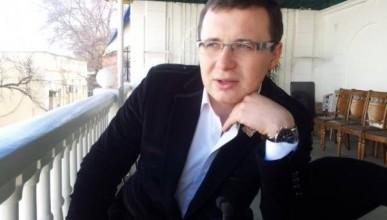 Центр Севастополя как декорация для фильма о захолустной глубинке. «Директор» картины - Антон Тицкий?