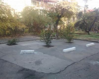 Сообразительный севастополец запретил во дворе парковку и установил «мемориал жлобству»