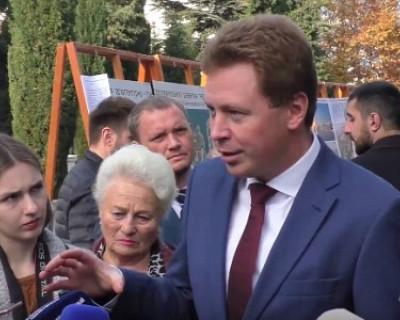 В центре Севастополя журналисты «набросились» на губернатора