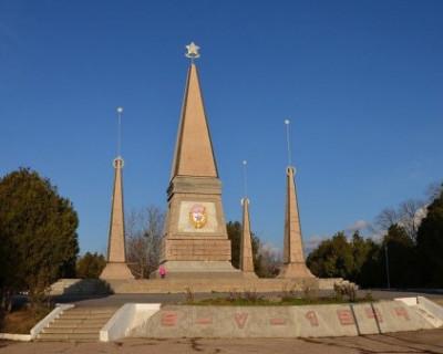 Севастопольцы возмущены качеством ремонта площадки у мемориала Воинам второй Гвардейской армии