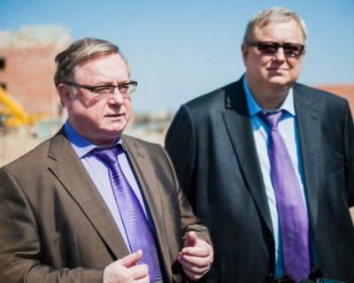 В Севастополе высокие чиновники похвалили власть региона и пообещали деньги