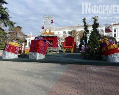 «ИНФОРМЕР» наблюдает: Севастополь готовят к Новому году (ФОТОРЕПОРТАЖ)