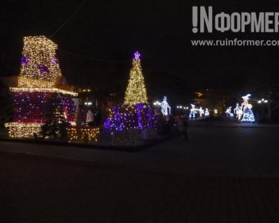 Глазами «ИНФОРМЕРа»: каким предновогодний Севастополь становится ночью? (ФОТОРЕПОРТАЖ)