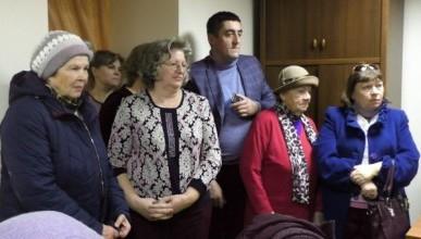 «Бессмертный полк» Севастополя оказал помощь и поддержку детям войны и инвалидам (ВИДЕО)