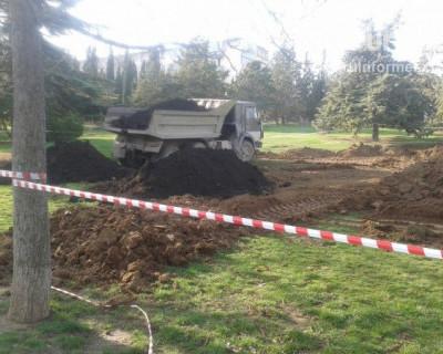 Ради освоения бюджетных средств в Севастополе уничтожили зеленую лужайку?