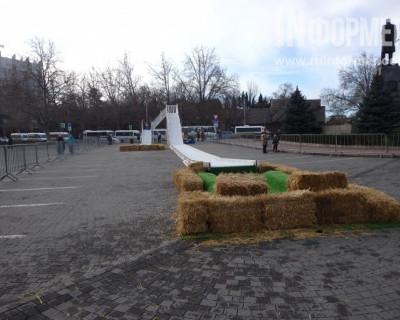 На Новый год жители Севастополя будут падать в сено (ФОТОРЕПОРТАЖ)