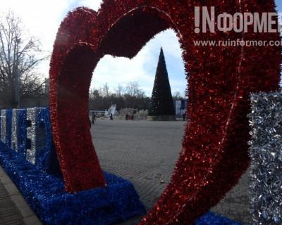 Фоторепортаж «ИНФОРМЕРа»: как выглядит севастопольское новогоднее настроение без снега