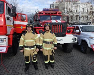 Севастопольские спасатели продемонстрировали редкую выставку аварийной техники (ФОТО)