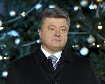 В Сети отметили невероятную схожесть новогодних поздравлений всех президентов Украины (СМЕШНОЕ ВИДЕО)
