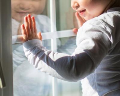В Севастополе воспитанник детского сада выпал из окна второго этажа