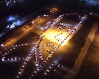 Автолюбители нарисовали портрет Путина из 250 машин