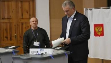 Сергей Аксёнов одним из первых проголосовал на выборах президента
