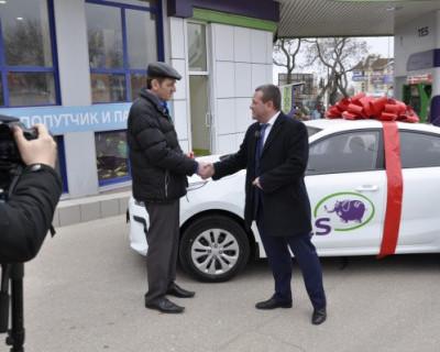 Этого не может быть, но это правда! Сеть АЗС «ТЭС» в Севастополе вручила победителю розыгрыша новый автомобиль