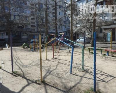 «Дети выжить не должны»? Площадка в севастопольском дворе