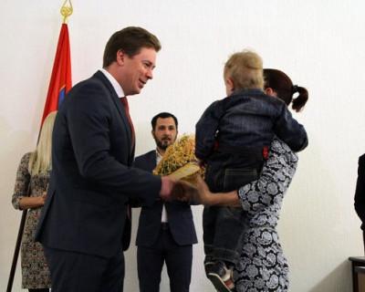 Овсянников дарит квартиры севастопольцам