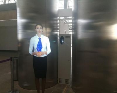 В новом терминале аэропорта Симферополь туристов встречают голограмма звезды шоу «Дом 2» (ВИДЕО)