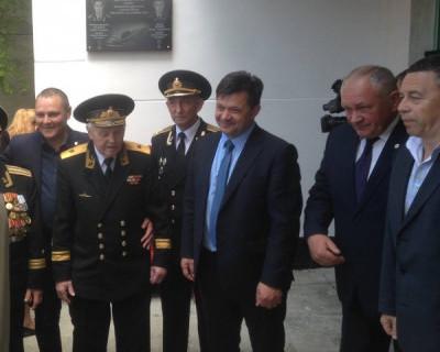 Активисты «За Путина» открыли мемориальную доску погибшим на АПК «Курск»