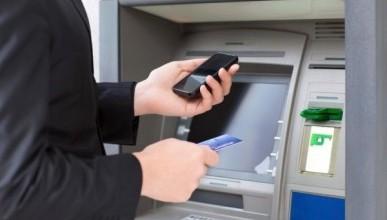 В России при помощи гаджетов можно будет снимать деньги в банкоматах