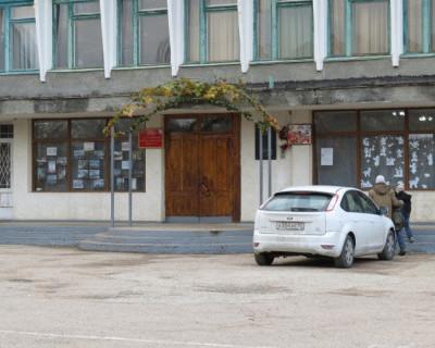 Проверки в Севастопольской школе №15... оказались фикцией (18 фото)