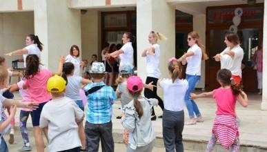 Дети Севастополя водят «Самый дружный хоровод»